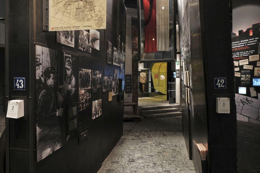 korytarz w Muzeum Powstania Warszawskiego
