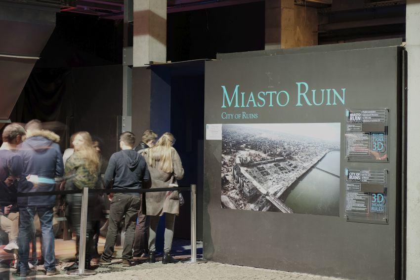 kolejki przed filmem Miasto Ruin