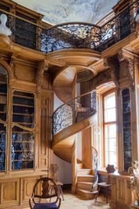 schody na antresole w rogalińskiej bibliotece
