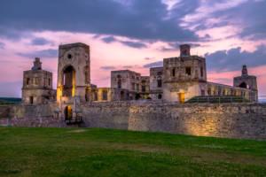 Zamek Krzyżtopór o zachodzie słońca